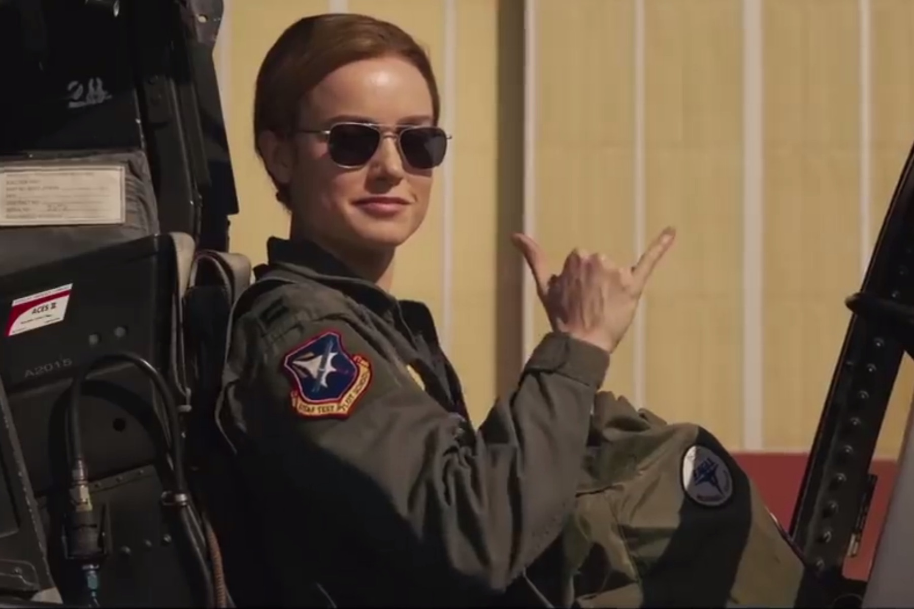 the new  u0026 39 captain marvel u0026 39  trailer is filled with military