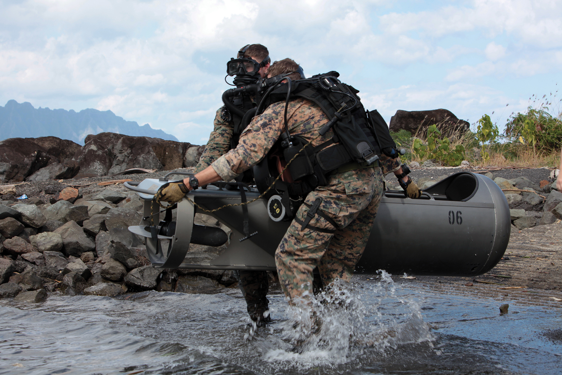 US Special Forces • Recon Marines Conduct Dive Insertion