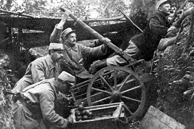 French soldiers using a grenade catapult Taken from With the American Ambulance Field Service in France, Personal Letters of Driver at the Front, Printed only for private distribution, January 1916. (Wikimedia Commons/Leslie Buswell)