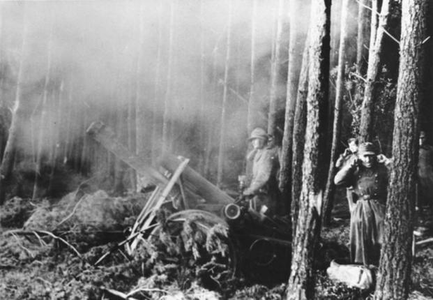 German mortars fire towards American positions during the Battle of Hurtgen Forest. (Photo: German Army Archives)