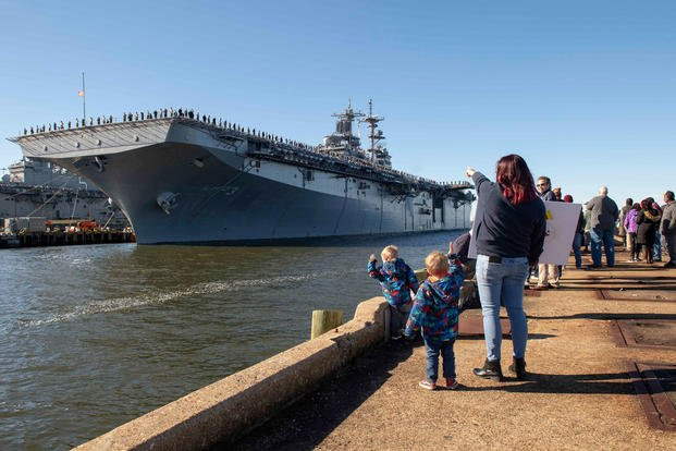 Friends and family members watch as the Wasp-class amphibious assault ship USS Kearsarge (LHD 3) prepares to depart Naval Station Norfolk for a regularly scheduled deployment, Dec. 17, 2018. (U.S. Navy photo/Maria I. Alvarez)
