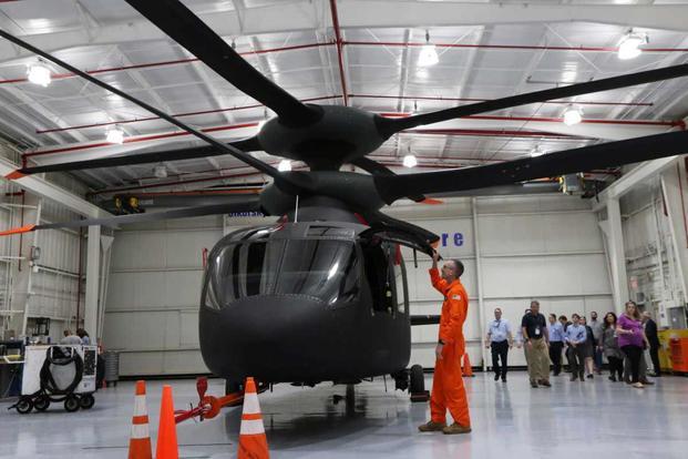 Ed Henderscheid, ish pilot i ushtrisë amerikane AH-64 Apache, hap dyert në SB-1 Defiant.