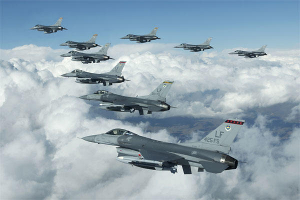 F-16 Fighting Falcons fly in formation during a training exercise. Pakistan has just purchased 8 of the nuclear-capable warplanes. (US Air Force photo)