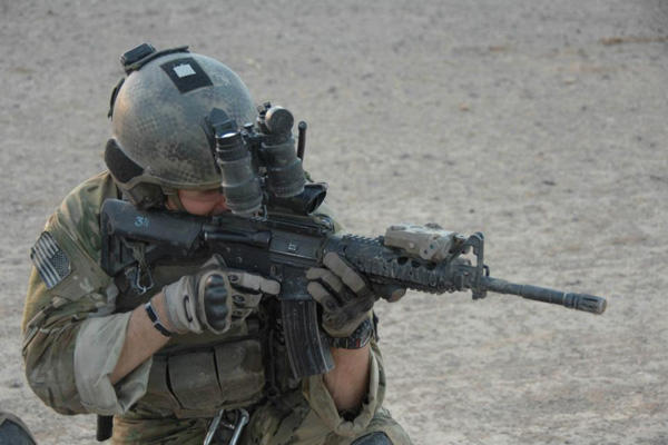 3rd Battalion Ranger aiming with a rifle.
