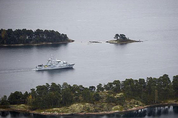 Swedish Navy minesweeper HMS Koster patrols in the Stockholm Archipelago, Sweden, on Oct. 19, 2014, hunting for Russian submarines in its waters. (AP Photo/TT News Agency/Marko Saavala)