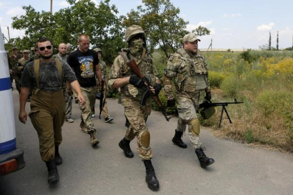Members of a self-defense unit carry out exercise drills in a location outside Odessa, Ukraine. (AP Photo/Sergei Chuzavkov)
