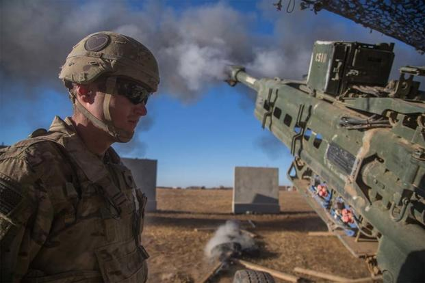 A U.S. Soldier assigned to the 101st Airborne Division observes a M777 A2 Howitzer fire in support of Iraqi security forces during the Mosul offensive at Platoon Assembly Area 14, Iraq, Dec. 7, 2016 (U.S. Army/Spc. Christopher Brecht)