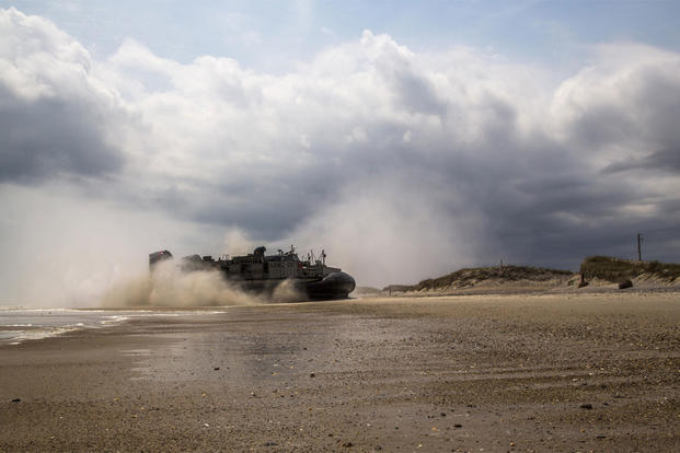 A Landing Craft Air Cushioned vehicle assigned to the USS Arlington makes its way to the beach-head during a training exercise at Marine Corps Base Camp Lejeune, North Carolina, April 20, 2016. (Photo: Sgt. James Skelton)