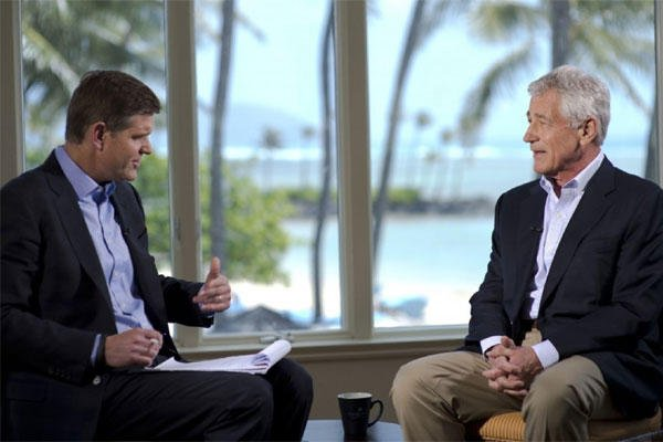 File Photo: Peter Cook of Bloomberg Television, left, interviews former Defense Secretary Chuck Hagel on April 3, 2014, in Honolulu. (Photo by Erin A. Kirk-Cuomo/ Defense Department)