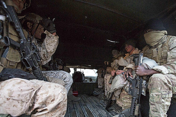 U.S. Marines with 1st Reconnaisance Battalion board a HUMVEE during Steel Knight 16 at Marine Corps Air Ground Combat Center Twentynine Palms, California, Dec. 11, 2015. (U.S. Marine Corps/Lance Cpl. Nathaniel Castillo)