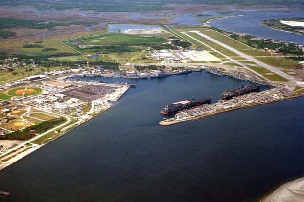 An aerial view of the Naval Station Mayport, Florida (USA). In port are the aircraft carrier USS Saratoga (CV-60, left) and USS Constellation (CV-64). (Photo: U.S. Defense Imagery)