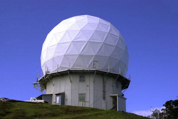 A view of the artic tower version of the AN/FPS-6 height-finding radar operated by the 150th Aircraft Control and Warning Squadron, located at Kokee Air Force Station, on the island of Kauai, HI. (Photo: U.S. Air Force)