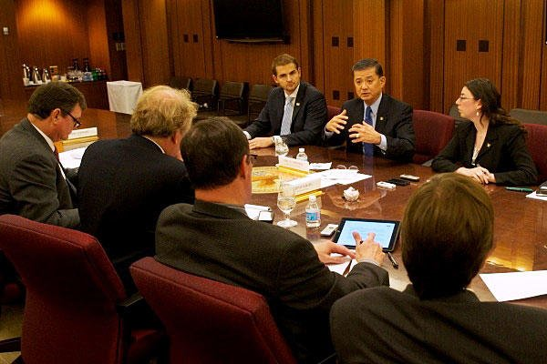 Secretary of Veterans Affairs Eric Shinseki holds a reporters roundtable.