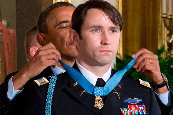 President Obama presents Capt. William Swenson with the Medal of Honor.