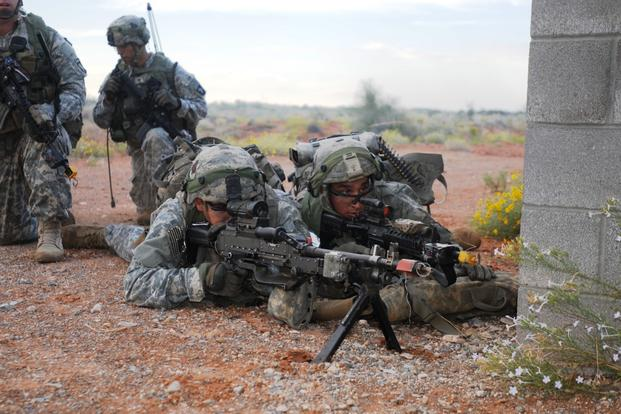Soldiers from 1st Battalion, 506th Infantry Regiment (Red Currahee), 101st Airborne Division, lay down suppressive fire Oct. 5, 2015, during a ground assault training exercise in New Mexico. (Defense Department photo/Corey Baltos)