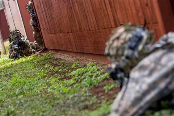 25th Infantry Division soldiers conduct maneuver drills at Schofield Barracks during Lightning Forge exercises on Oahu. (US Army photo)