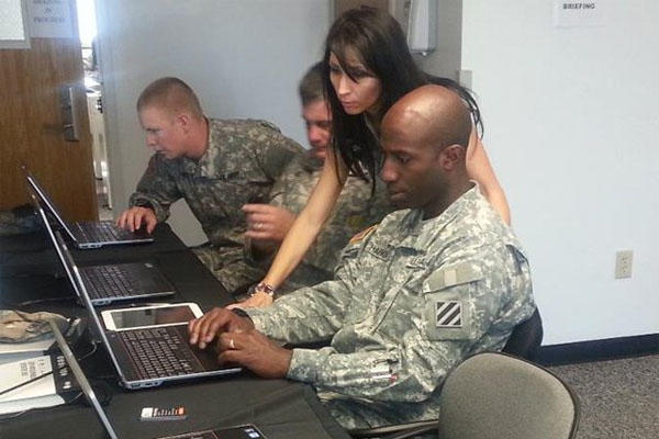 soldiers at mobile job search center
