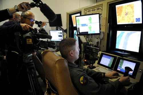 Media outlets film an Air Force sensor operator inside the 16th Training Squadron MQ-1/MQ-9 simulator at Holloman Air Force Base, New Mexico. (US Air Force photo/Carolyn Herrick)