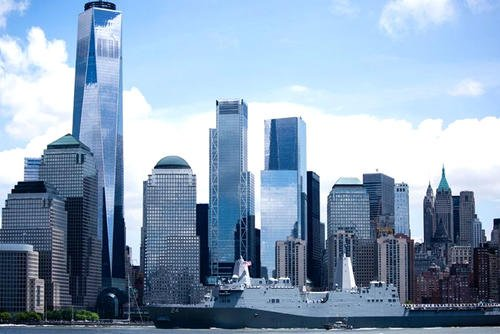 The USS Arlington, named in tribute to those who died at the Pentagon on 9/11, sails past the New York City skyline as part of Fleet Week 2018. (Fox News photo/Alex Quiles)